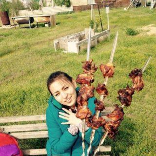букет для девушки из шашлыка на шампурах