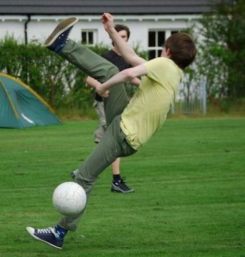 падение на футболе