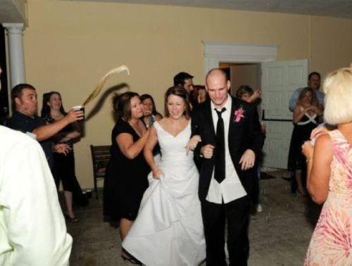 обливание на свадьбе